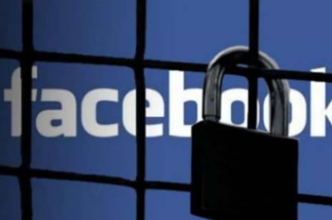 Facebook - ako skryť status